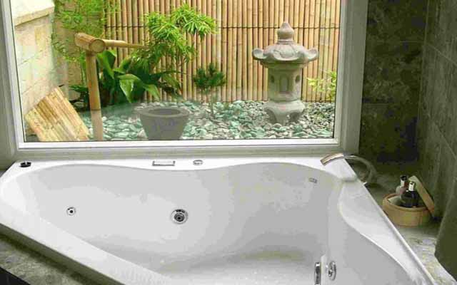 Bathroom decorating with natural elements